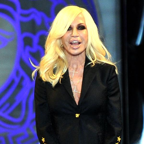 <b>Donatella Versace</b><br><br>One of the top most international fashion icons, Donatella Versace has undergone so many facial augmentation surgeries that it is difficult to recognise her at all. From face lift, boob jobs, to cheek implants and Botox injections, she's got it all.