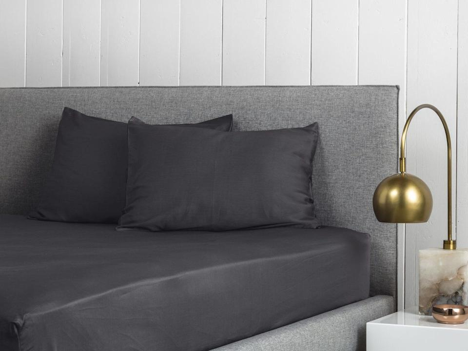 """This sheet set includes one fitted sheet and two pillowcases.You can pick between adding a top sheet or not to this set.<a href=""""https://fave.co/2IJkgWy"""" target=""""_blank"""" rel=""""noopener noreferrer"""">Originally $149, get the queen-size set with no top sheet now for 20% off at Parachute</a>."""