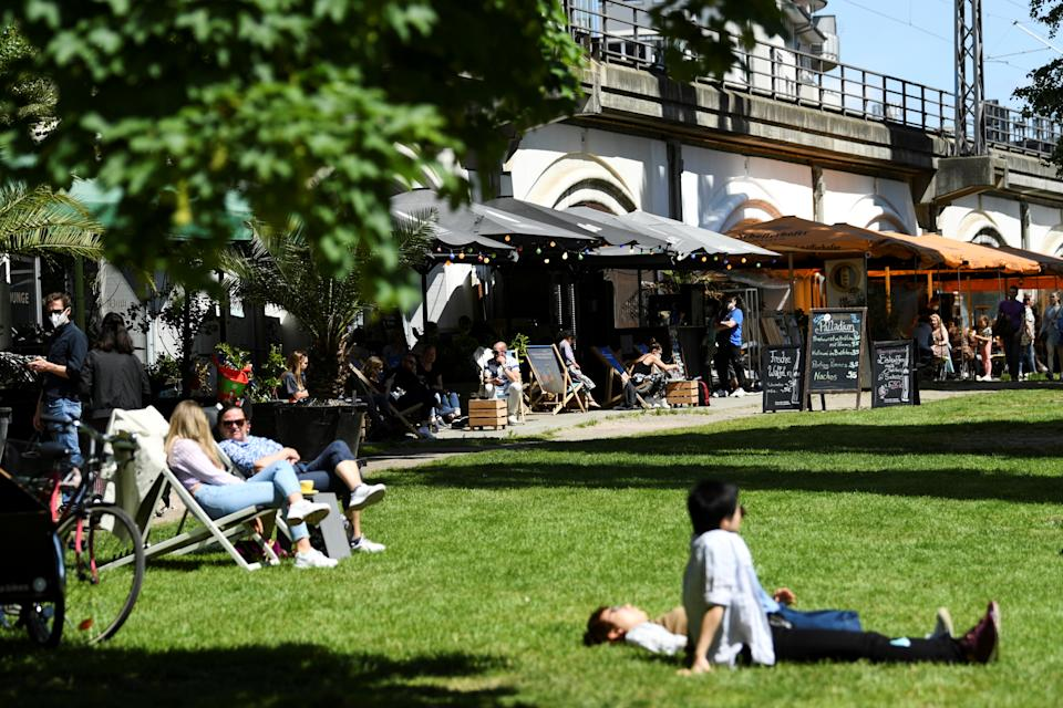 People enjoy the warm weather as they sit outside at restaurants near James-Simon-Park, amid the coronavirus disease (COVID-19) pandemic, in Berlin, Germany May 30, 2021.  REUTERS/Annegret Hilse