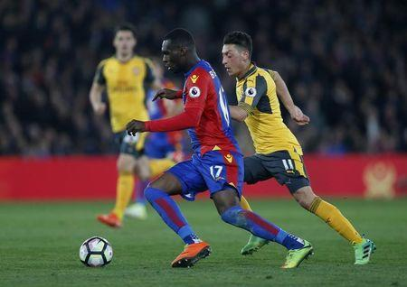 Britain Football Soccer - Crystal Palace v Arsenal - Premier League - Selhurst Park - 10/4/17 Crystal Palace's Christian Benteke in action with Arsenal's Mesut Ozil Action Images via Reuters / Matthew Childs Livepic