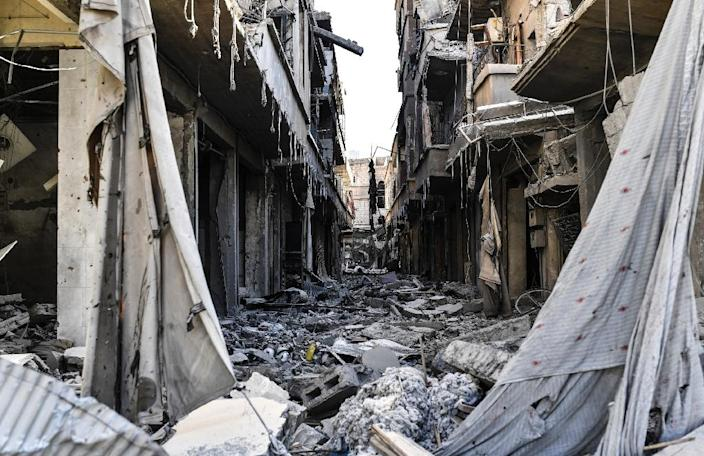 Heavily damaged buildings are seen in Raqa on October 20, 2017 after US-backed forces expelled the Islamic State group from the city (AFP Photo/BULENT KILIC)