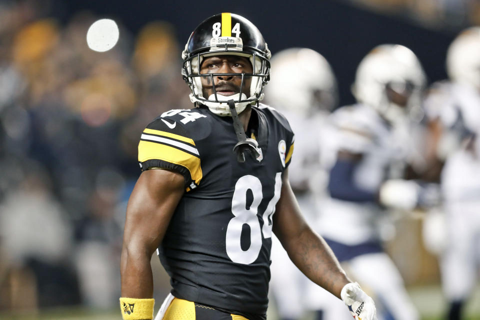 Pittsburgh Steelers wide receiver Antonio Brown talked about his relationship with Ben Roethlisberger on Twitter. (AP)