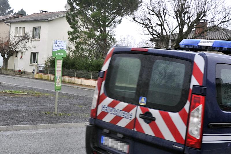 A police vehicle is parked near a house of an alleged jihadist fighter in Graulhet, southwestern France, on December 15, 2014 (AFP Photo/Pascal Pavani)