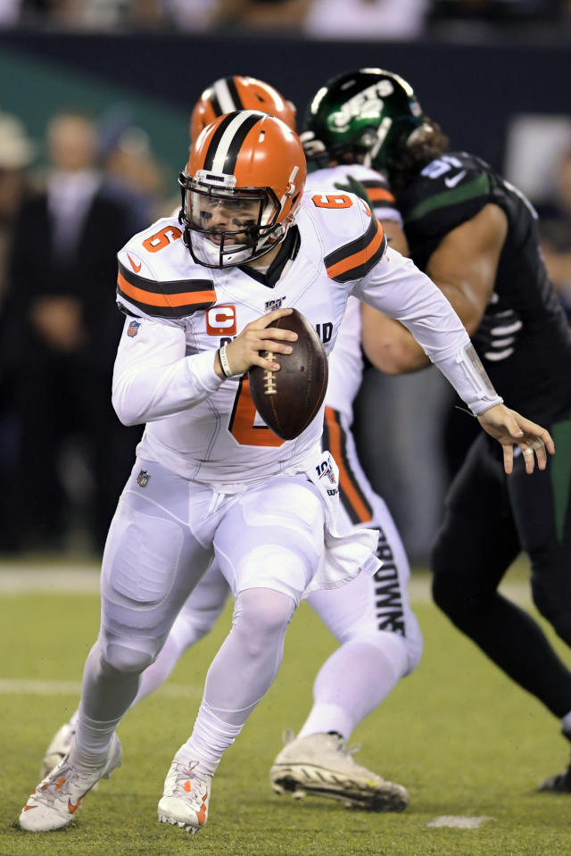 Cleveland Browns quarterback Baker Mayfield (6) looks to pass during the first half of an NFL football game against the New York Jets, Monday, Sept. 16, 2019, in East Rutherford, N.J. (AP Photo/Bill Kostroun)