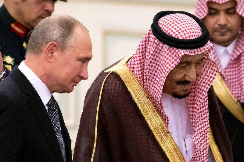 FILE PHOTO: Russian President Vladimir Putin and Saudi Arabia's King Salman attend a welcome ceremony in Riyadh