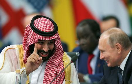 Saudi Arabia's Crown Prince Mohammed bin Salman speaks with Russia's President Vladimir Putin during the opening of the G20 leaders summit in Buenos Aires, Argentina November 30, 2018. REUTERS/Sergio Moraes