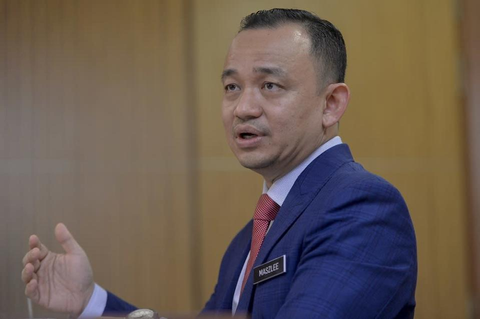 Maszlee said efforts are underway to review the Statutory Bodies (Discipline and Surcharge) Act 2000 or Act 605 to exclude academics from several rules governing civil servants. — Picture by Mukhriz Hazim
