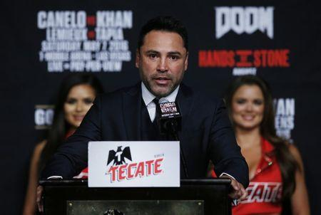 FILE PHOTO: Boxing - Saul 'Canelo' Alvarez & Amir Khan Head-to-Head Press Conference - MGM Grand, Las Vegas, United States of America - 4/5/16 Promoter Oscar De La Hoya during the press conference Action Images via Reuters / Andrew Couldridge Livepic