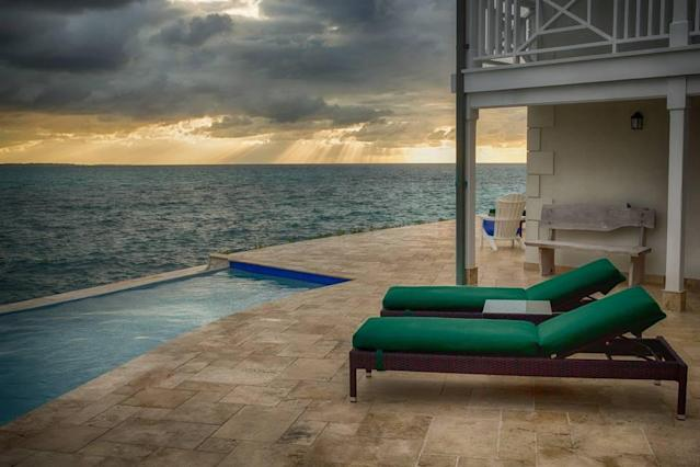 <p>Get a front row seat to unusual cloud formations, and spectacular sunrises and sunsets.<br>(Airbnb) </p>