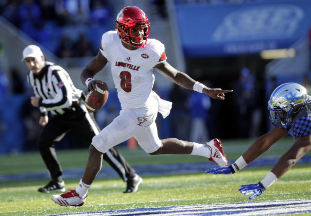 "Louisville quarterback <a class=""link rapid-noclick-resp"" href=""/ncaaf/players/254458/"" data-ylk=""slk:Lamar Jackson"">Lamar Jackson</a> enters the bowl game with 3,489 passing yards 1,443 rushing yards with 42 total touchdowns. (AP Photo/David Stephenson, File)"