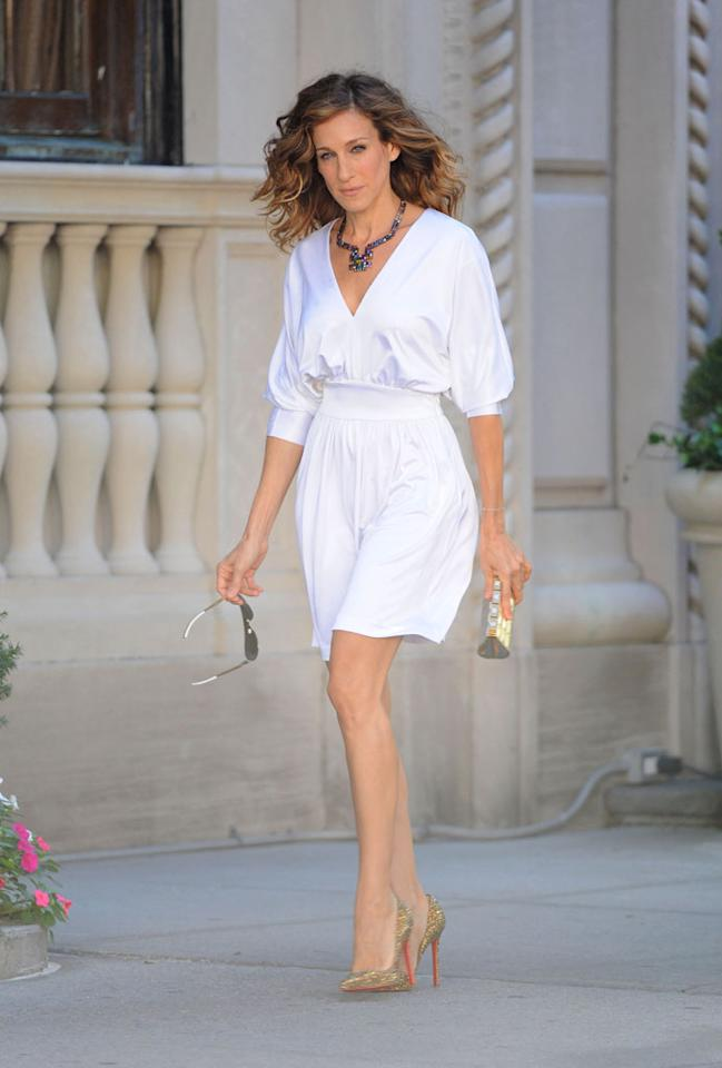 "With her white dress, Christian Louboutin heels, and gold Chanel clutch, Carrie Bradshaw ... er, we mean SJP, looks absolutely stunning. Jose Perez/<a href=""http://www.splashnewsonline.com"" target=""new"">Splash News</a> - September 1, 2009"