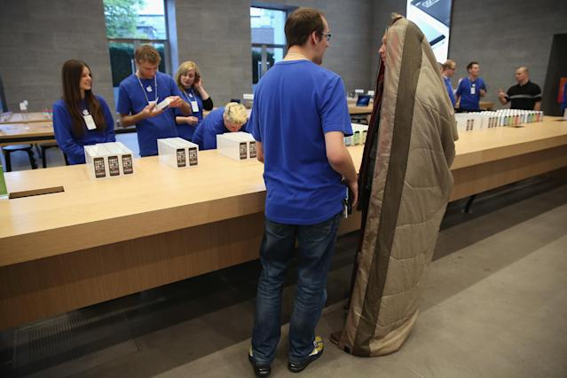 A man in a sleeping bag tries to buy a new phone in Berlin in 2013, not realizing that his phone would want to make him sleep more. (Photo: Getty)