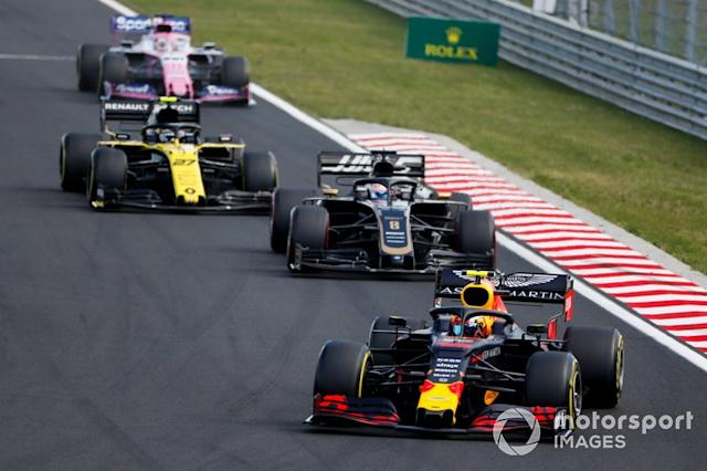 "Pierre Gasly, Red Bull Racing RB15, lidera Romain Grosjean, Haas F1 Team VF-19, Nico Hulkenberg, Renault F1 Team R.S. 19, y Sergio Pérez, Racing Point RP19 <span class=""copyright"">Sam Bloxham / LAT Images</span>"