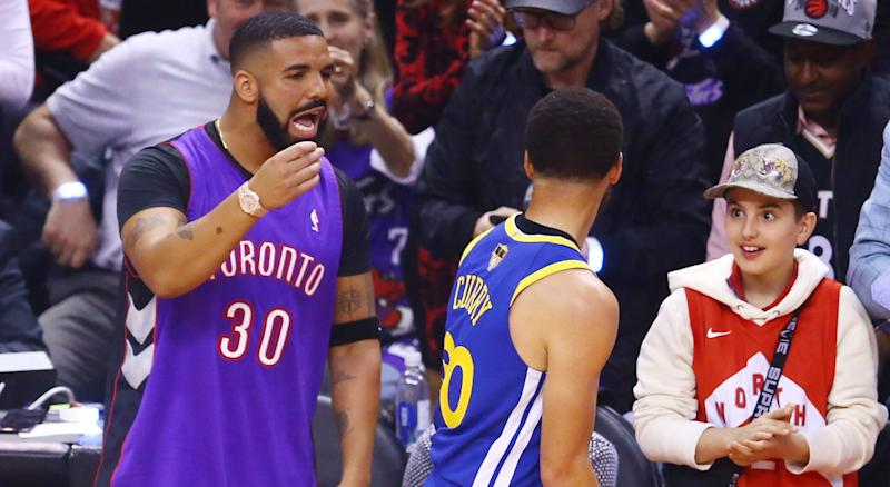 online retailer 032cc 0e0ea Drake beat Steph to sporting a Dell Curry Raptors jersey at ...
