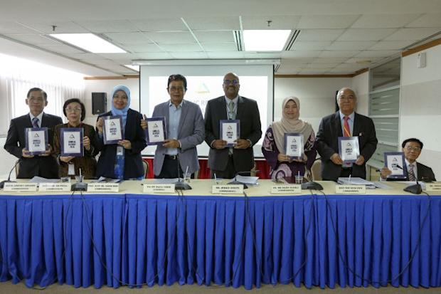 Lok (second from left) said the right to free speech included the freedom to organise a public debate, and that the Peaceful Assembly Act (PAA) allows for this. — Picture by Yusof Mat Isa