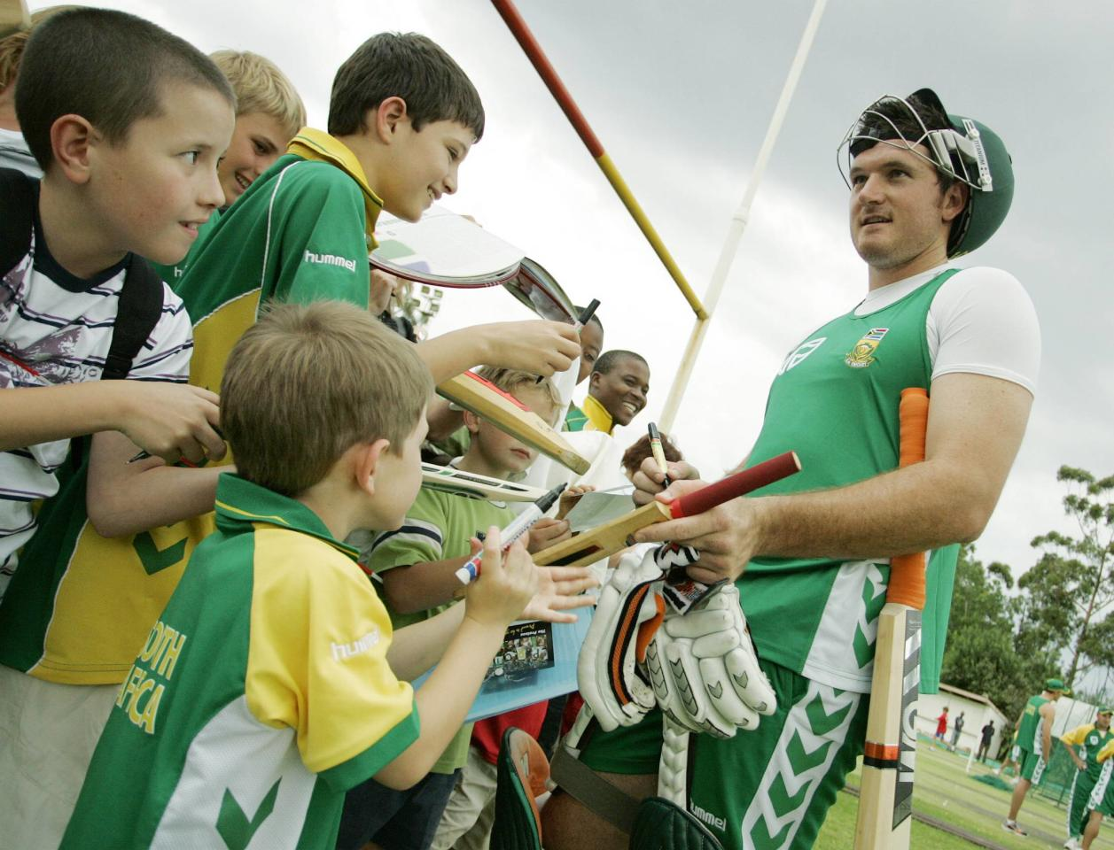 JOHANNESBURG, SOUTH AFRICA - NOVEMBER 22:  Graeme Smith signs autographs for young supporters during a practice session held at Wanderers Cricket Ground on November 22, 2007  in Johannesburg, South Africa. (Photo by Gallo Images/Getty Images)