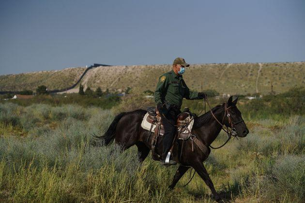 A US border patrol officer on horseback at the US-Mexico border in Sunland Park (Photo: PAUL RATJE via Getty Images)