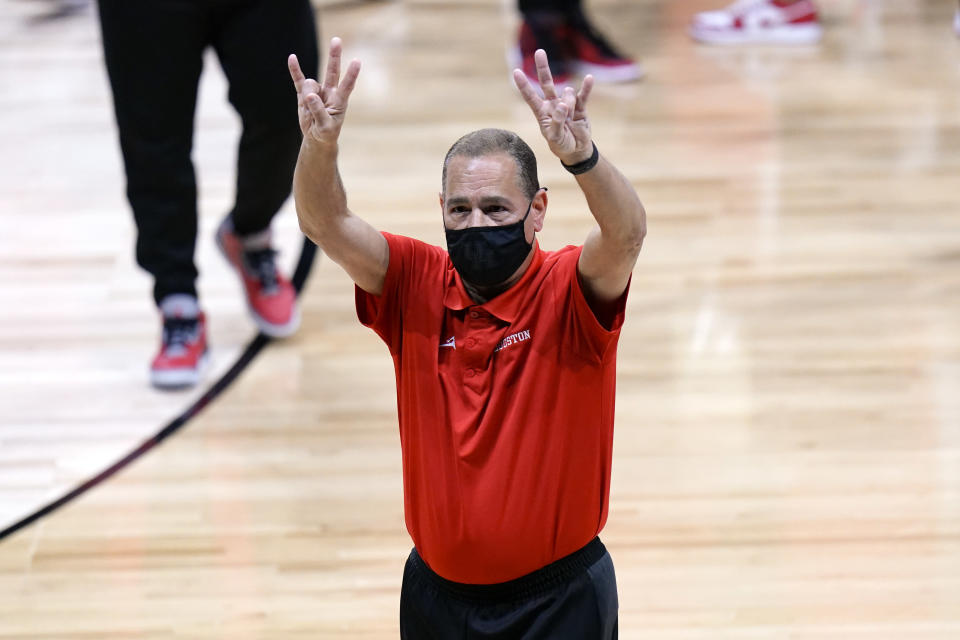 Houston head coach Kelvin Sampson celebrates beating Syracuse 62-46 after a Sweet 16 game in the NCAA men's college basketball tournament at Hinkle Fieldhouse in Indianapolis, Saturday, March 27, 2021. (AP Photo/AJ Mast)