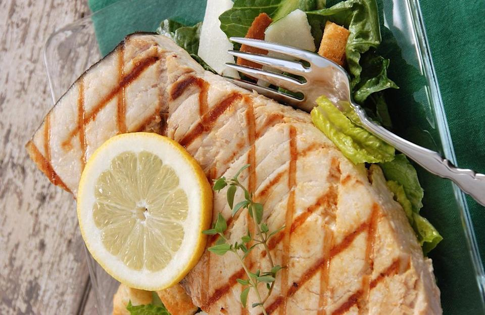 "<p>By following the tips outlined for the state of New Hampshire, Rhode Islanders searching for how to grill swordfish will be whipping up a meal in no time. Swordfish is not only tasty but it's also a great source of selenium, which provides cancer-fighting and <a href=""https://www.thedailymeal.com/healthy-eating/heart-healthy-foods-gallery?referrer=yahoo&category=beauty_food&include_utm=1&utm_medium=referral&utm_source=yahoo&utm_campaign=feed"" rel=""nofollow noopener"" target=""_blank"" data-ylk=""slk:heart health benefits"" class=""link rapid-noclick-resp"">heart health benefits</a>.</p>"