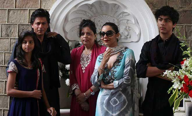 <p>Shah Rukh Khan's elder sister lives with him. She hardly makes a public appearance. Shah Rukh and Gauri take care of her. Her name is Shahnaz Lala Rukh Khan. </p>