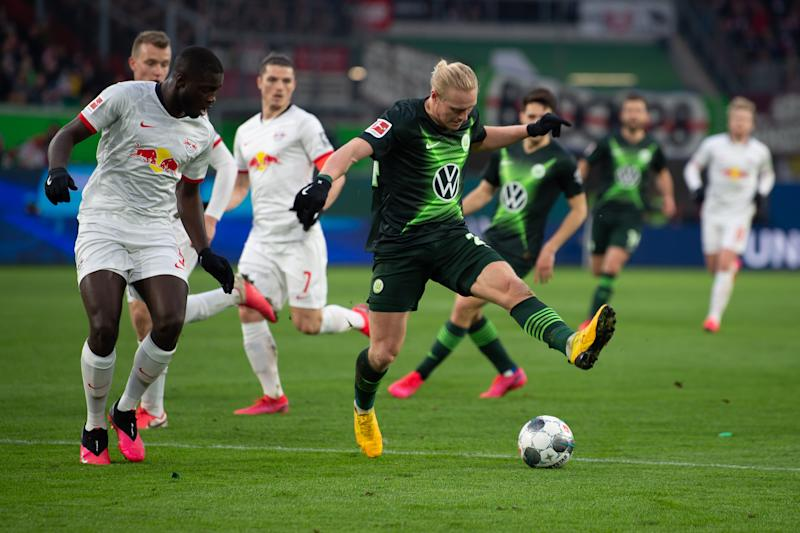 07 March 2020, Lower Saxony, Wolfsburg: Football: Bundesliga, VfL Wolfsburg - RB Leipzig, 25th matchday in the Volkswagen Arena. Wolfsburg's Xaver Schlager (r) plays against Leipzig's Dayot Upamecano. Photo: Swen Pförtner/dpa - IMPORTANT NOTE: In accordance with the regulations of the DFL Deutsche Fußball Liga and the DFB Deutscher Fußball-Bund, it is prohibited to exploit or have exploited in the stadium and/or from the game taken photographs in the form of sequence images and/or video-like photo series. (Photo by Swen Pförtner/picture alliance via Getty Images)