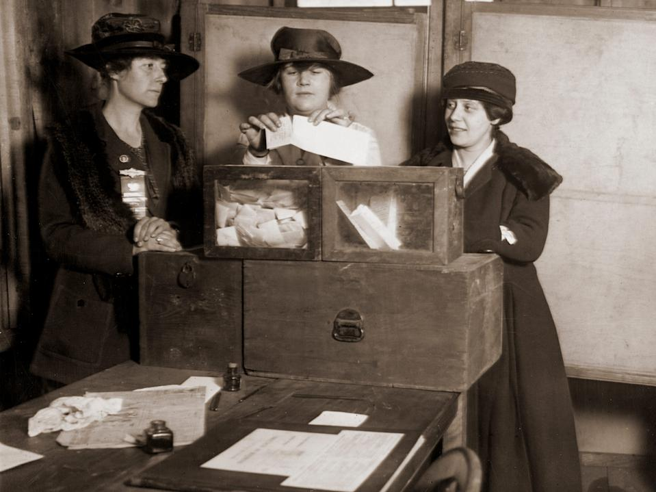 women voting 1900s