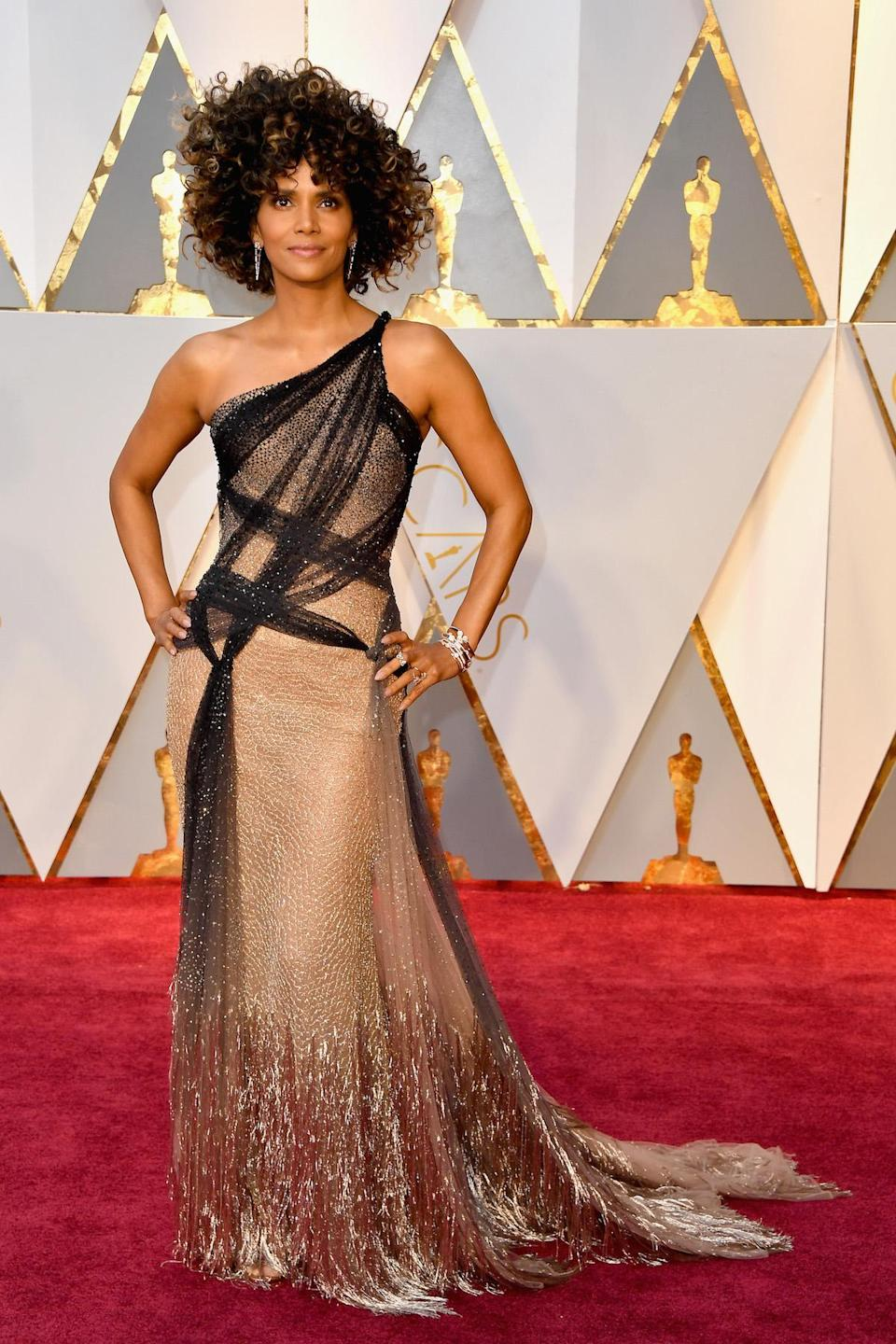 <p>Halle Berry's hairstyle set social media abuzz with so many fans calling her voluminous curls #goals, however her dress, designed by Versace, was pretty fantastic too. <em>(Photo: Getty Images)</em> </p>