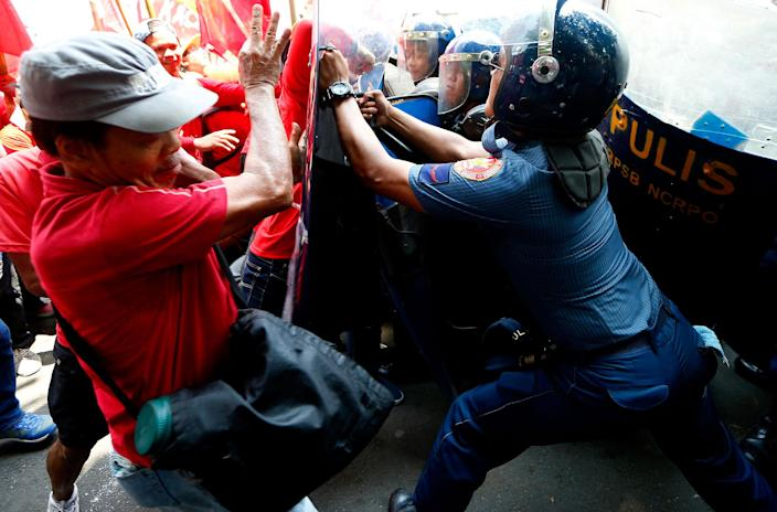 """<p>Protesters clash with riot police as they attempt to force their way closer to the U.S. Embassy to mark the global celebration of May Day in Manila, Philippines Monday, May 1, 2017. As in the past years, workers mark May Day with calls for higher wages and an end to the so-called """"Endo"""" or contractualization. (AP Photo/Bullit Marquez) </p>"""