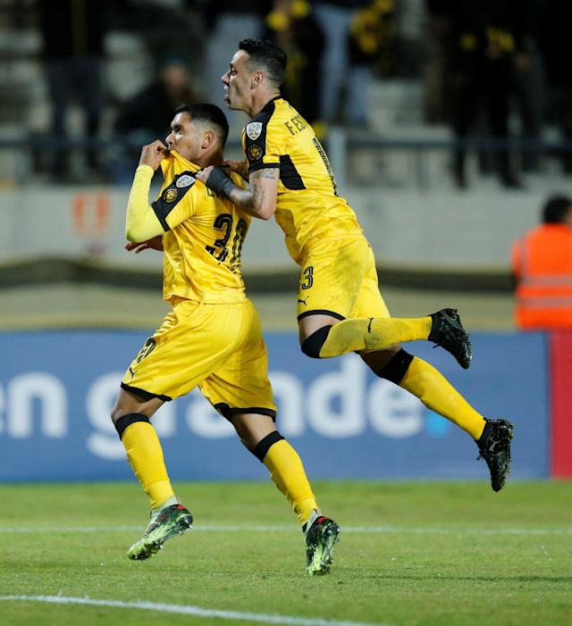 Soccer Football - Uruguay's Penarol v Bolivia's The Strongest - Copa Libertadores - Campeon del Siglo Stadium, Montevideo, Uruguay - May 17, 2018 - Penarol's Cristian Palacios celebrates after scoring near team mate Fabian Estoyanoff (R). REUTERS/Andres Stapff