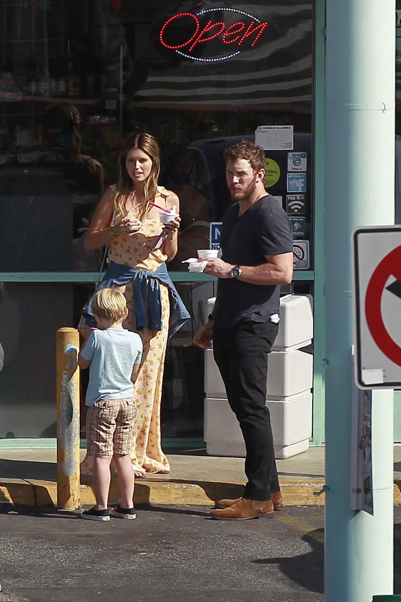 Chris Pratt and Katherine Schwarzenegger take his son, Jack, for ice cream Sunday in L.A. (Photo: © FlightPhotoAgency)
