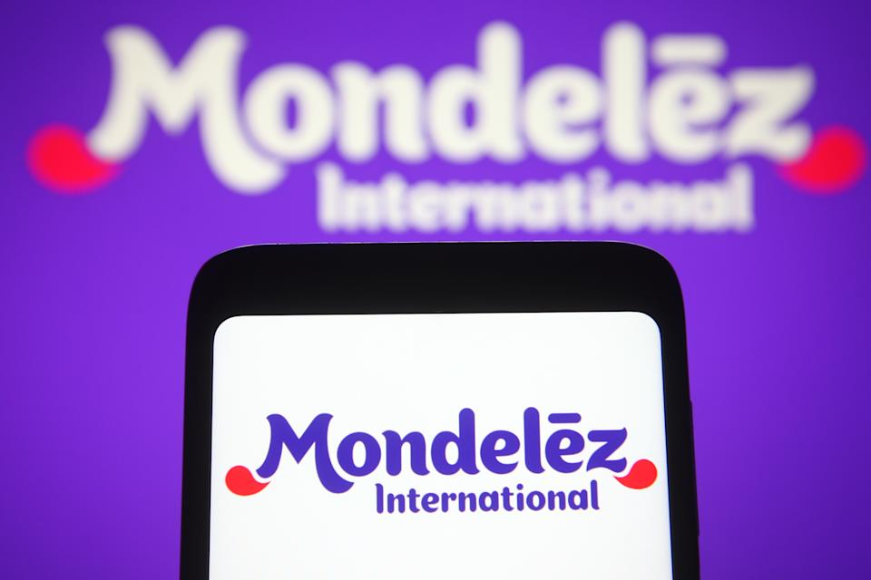 UKRAINE - 2021/04/12: In this photo illustration the Mondelez International logo is seen on a smartphone and a pc screen. (Photo Illustration by Pavlo Gonchar/SOPA Images/LightRocket via Getty Images)