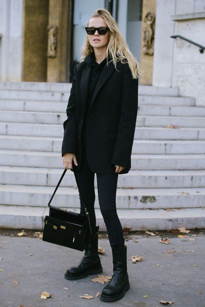 <p>Nothing screams minimal chic like an all-black look.</p>