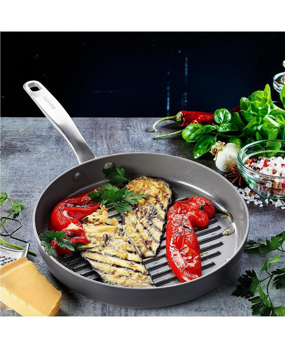 """This round grill pan can be used to barbecue indoors. It features aceramic non-stick coating and isscratch resistant.<a href=""""https://fave.co/350kct4"""" target=""""_blank"""" rel=""""noopener noreferrer"""">Originally $90, get it now for $35 with code <strong>THANKYOU</strong> at Macy's</a>."""