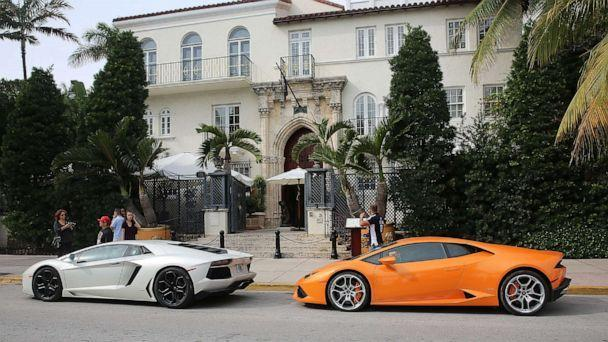 PHOTO: Cars parked in front of the Versace Mansion, known as Villa Casa Casuarina, Dec. 10, 2015, in Miami. (GC Images/Getty Images, FILE)