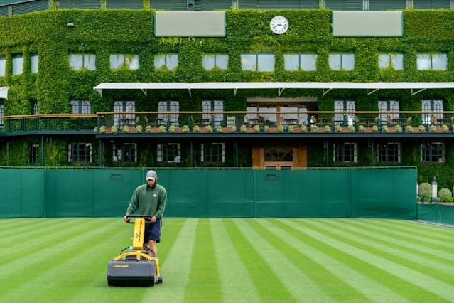 Wimbledon staff tend to the grass courts at the All England Club (AFP Photo/Bob MARTIN)
