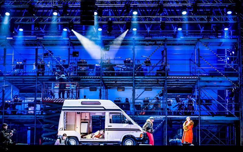 ENO Drive & Live - La bohème at Alexandra Palace  - © Lloyd Winters. Courtesy of English National Opera
