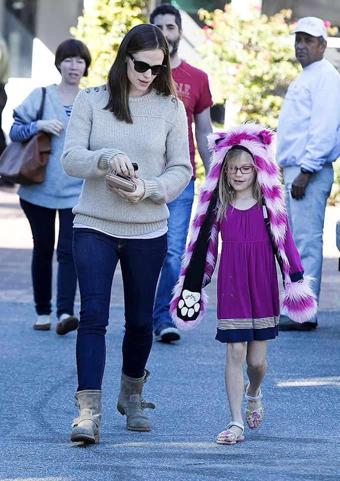 January 21, 2013: Jennifer Garner and her eldest daughter, Violet Affleck, are seen out for a day of shopping today in Los Angeles, California.                                                                                