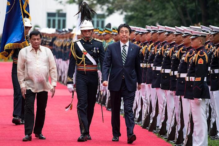 Japanese Prime Minister Shinzo Abe (L) is the first foreign leader to visit the Philippines since President Rodrigo Duterte took office last year (AFP Photo/Noel Celis)