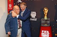 <p>Jimmy Greaves e Sir Geoff Hurst (Photo by The FA/The FA via Getty Images)</p>