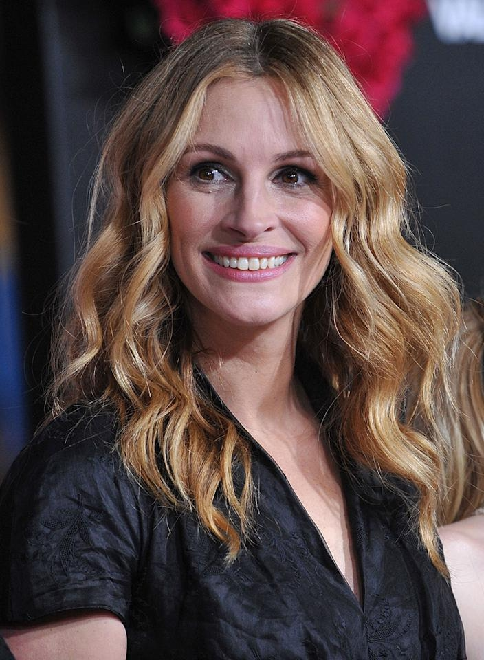 """<a href=""""http://movies.yahoo.com/movie/contributor/1800019215"""">Julia Roberts</a> at the Los Angeles premiere of <a href=""""http://movies.yahoo.com/movie/1810094501/info"""">Valentine's Day</a> - 02/08/2010"""