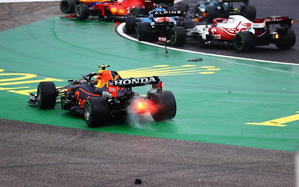 Sergio Perez of Mexico driving the (11) Red Bull Racing RB16B Honda runs wide at the start as cars tangle ahead of him during the F1 Grand Prix of Hungary at Hungaroring on August 01, 2021 in Budapest, Hungary. - Getty Images/Bryn Lennon