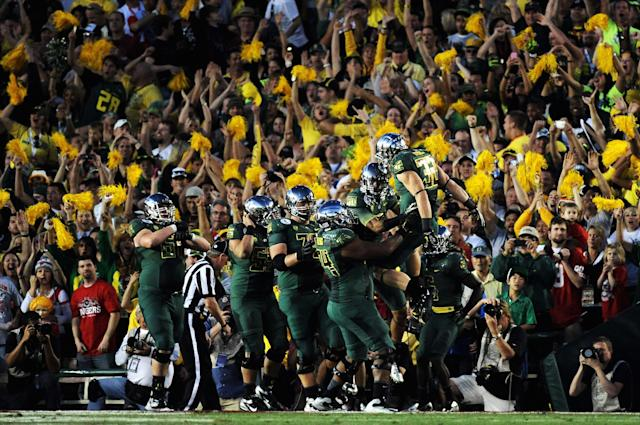 PASADENA, CA - JANUARY 02: Wide receiver Lavasier Tuinei #80 of the Oregon Ducks celebrates with teammates after an 11-yard touchdown in the fourth quarter against the Wisconsin Badgers at the 98th Rose Bowl Game on January 2, 2012 in Pasadena, California. (Photo by Harry How/Getty Images)