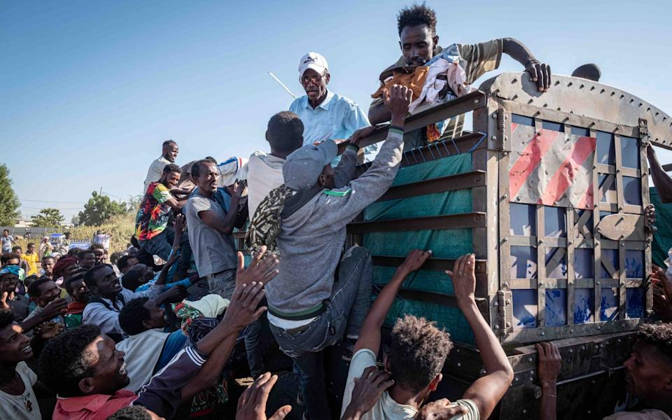 Refugees struggle for supplies in the settlement - Joost Bastmeijer