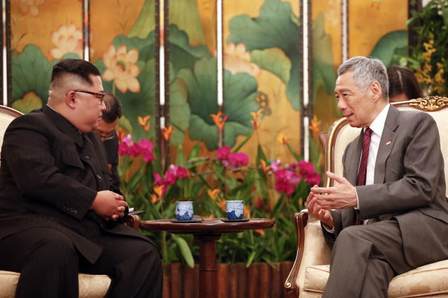 <p>North Korean leader Kim Jong Un and Singapore's Prime Minister Lee Hsien Loong speak at the Istana on Sunday (10 June) evening. (PHOTO: EFE/EPA) </p>