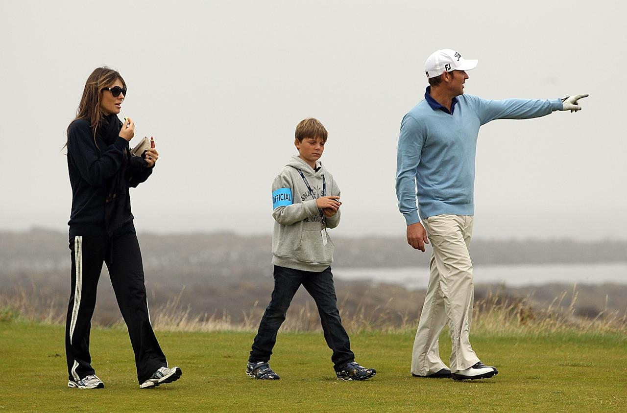KINGSBARNS, SCOTLAND - OCTOBER 01:  Shane Warne with Elizabeth Hurley and her son Damian during the third round of The Alfred Dunhill Links Championship at the Kingsbarns Golf Links on October 1, 2011 in Kingsbarns, Scotland. It was reported overnight that Miss Hurley accepted a marriage proposal from Shane Warne.  (Photo by Andrew Redington/Getty Images)