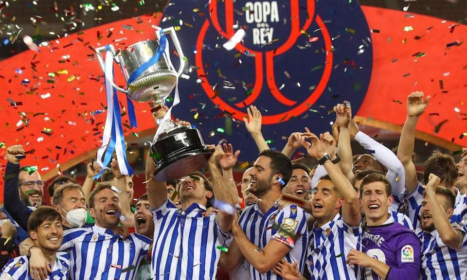 Real Sociedad celebrate with the trophy after the game.