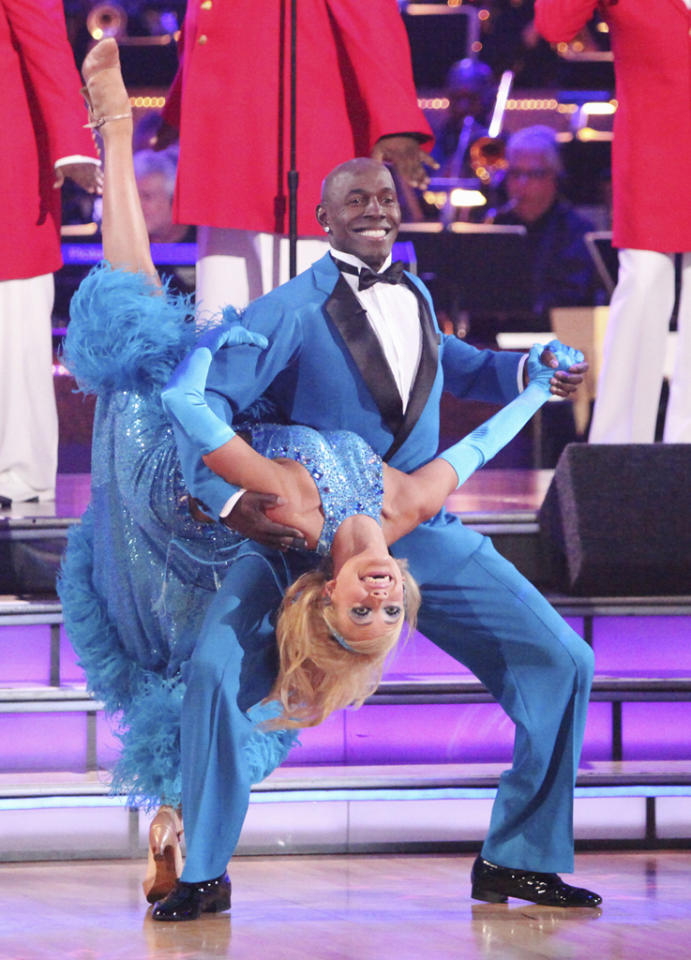 "Peta Murgatroyd and Donald Driver perform on ""<a target=""_blank"" href=""http://tv.yahoo.com/dancing-with-the-stars/show/38356"">Dancing with the Stars</a>."""