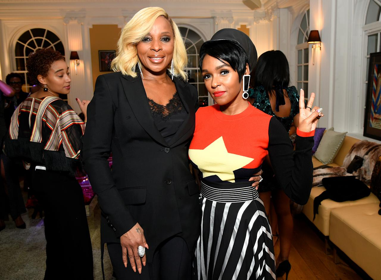 <p>Oscar-Nominierte Mary J. Blige kam ganz im schwarzen Anzug mit verführerischem Spitzen-Top, Sängerin Janelle Monae im knalligen Sternen-Outfit mit Statement-Ohrring zur Oscar-Pre-Party Sistahs Soiree in Los Angeles. (Bild: Rex Features) </p>