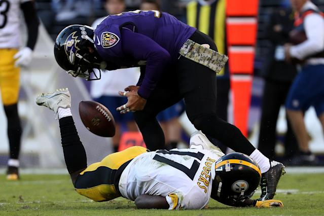 <p>Strong safety Eric Weddle #32 of the Baltimore Ravens breaks up a pass intended for wide receiver Eli Rogers #17 of the Pittsburgh Steelers in the fourth quarter at M&T Bank Stadium on November 6, 2016 in Baltimore, Maryland. (Photo by Patrick Smith/Getty Images) </p>