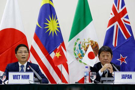 Japanese Minister of Economic Revitalization Toshimitsu Motegi (R) and Vietnam's Trade Minister Tran Tuan Anh attend a news conference on the Trans Pacific Partnership (TPP) Ministerial Meeting during APEC 2017 in Da Nang, Vietnam, November 11, 2017. REUTERS/Kham